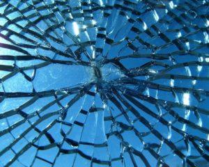 Perché uno specchio rotto porta sfortuna
