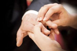 Perché la fede nuziale si mette al dito anulare nella mano sinistra
