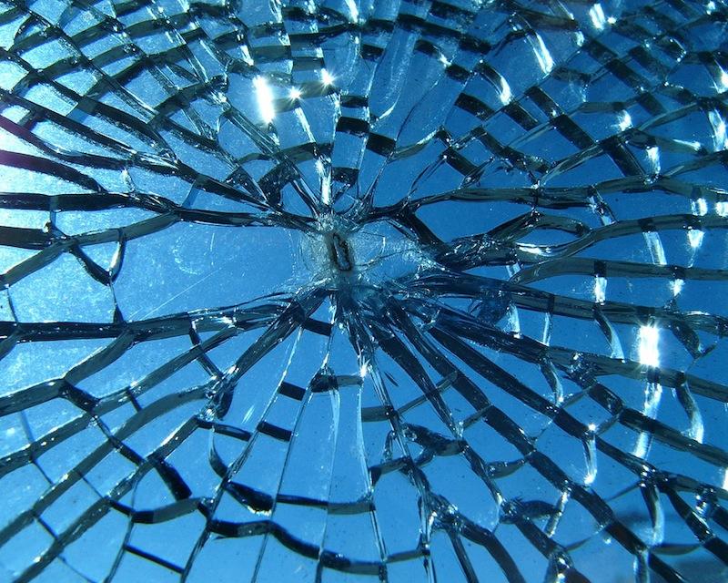Perch uno specchio rotto porta sfortuna frasi - Superstizione specchio rotto ...